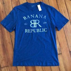NWT Banana Republic logo tee